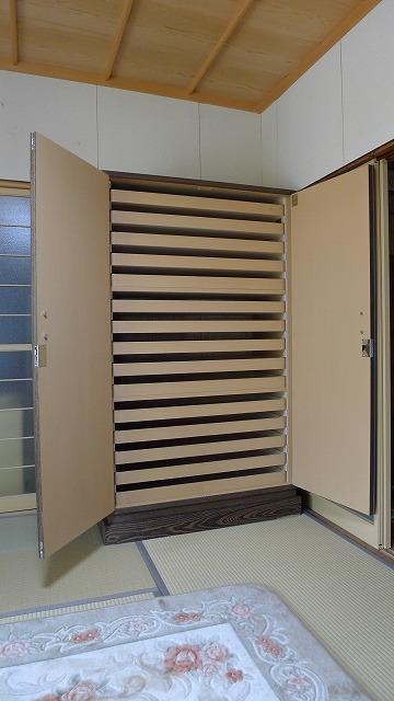 大阪泉州桐箪笥 焼桐時代仕上げ15杯盆桐たんすの内部