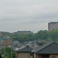 雨にけむる桃山学院大学2