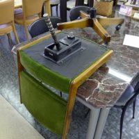 折れた椅子の心棒の部品