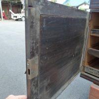 黒檀の箪笥の修理扉の裏