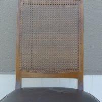椅子の背中の籐の張り替えできました。