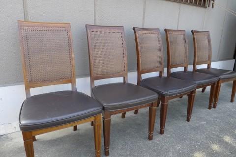修理後の籐の椅子5本