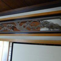 お座敷の桐の欄間(らんま)松