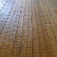 足ざわりの心地よい楢材の床板