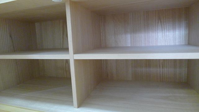 仕切り付 稼働棚と美しい桐材の綺麗な背板