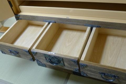 総桐焼桐時代衣装箪笥 並び引出し内部の国産桐材