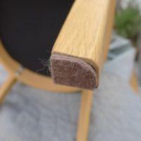 椅子の脚に貼る傷防止フェルト
