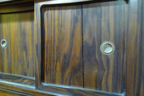 黒柿の衣装箪笥の引戸の修理