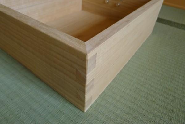 斜め45度に組み上げられた先板の組手