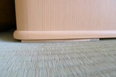 桐たんすの水平バランスをとるための敷板2枚