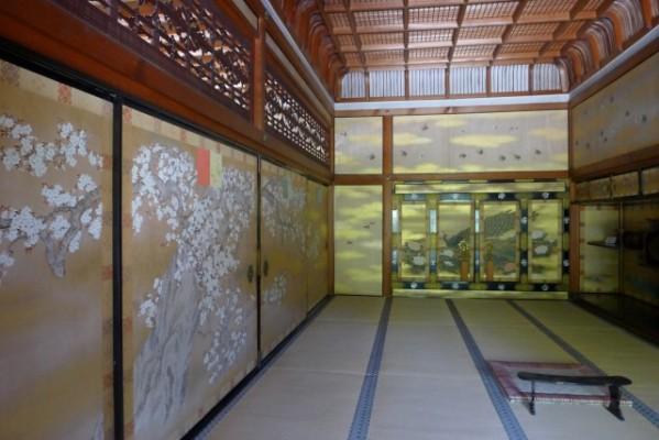 御室御所御殿内の桜の襖絵