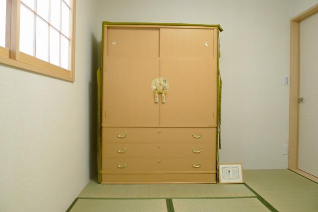 大阪泉州桐箪笥の胴丸型和紙金具