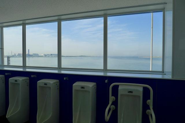 阪神高速 湾岸線の中島パーキングエリアの男子トイレ
