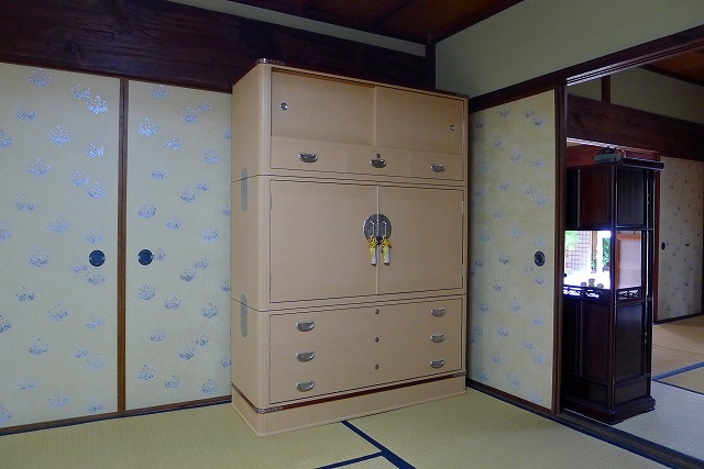 大阪泉州桐箪笥 こだわりの胴丸無垢別注衣装箪笥 2