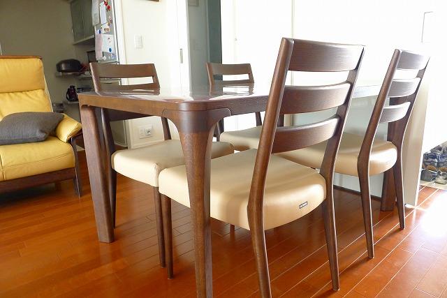 カリモクCT6115K510チェアー4本と、食堂テーブルのDD4730K000モカブラウン 2