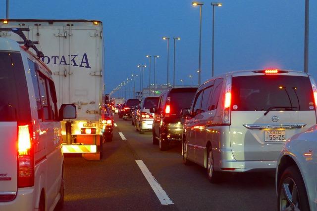 交通渋滞の湾岸線