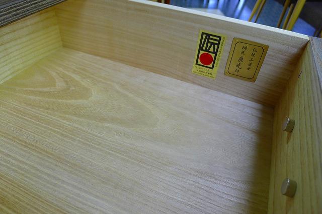 大阪泉州桐箪笥天丸焼桐柾目5段引出し桐たんすの伝統工芸士証紙