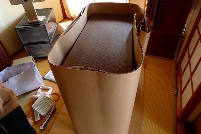 大阪泉州桐箪笥天丸焼桐柾目5段引出し桐たんすを梱包する