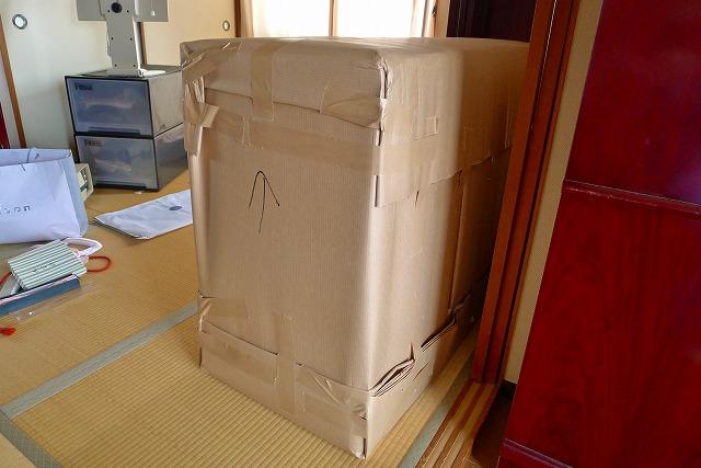 大阪泉州桐箪笥天丸焼桐柾目5段引出し桐たんすを梱包した写真 2