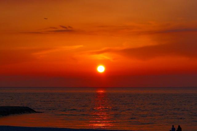 大阪泉州湾に沈む夕日