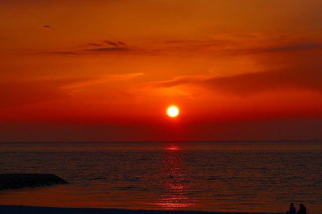 大阪泉州湾に沈む夕日です。
