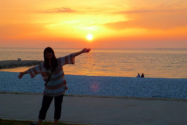 大阪泉州湾に沈む夕日と次女
