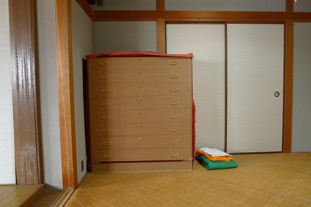 大阪泉州桐箪笥の胴丸紫檀面巻き小袖衣装たんす