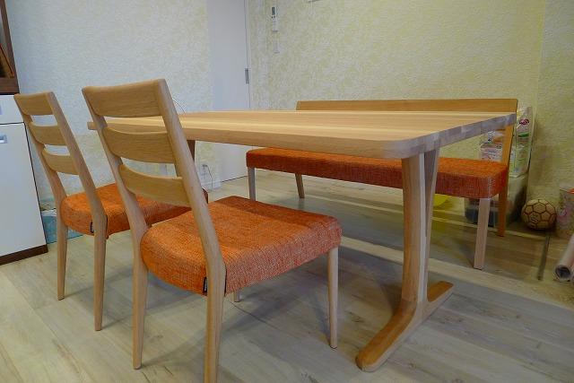 カリモク2013年新作家具ピラティスオレンジの布地