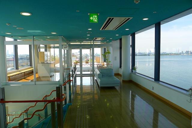 阪神高速 湾岸線の中島パーキングエリアの二階からバルコニーへ