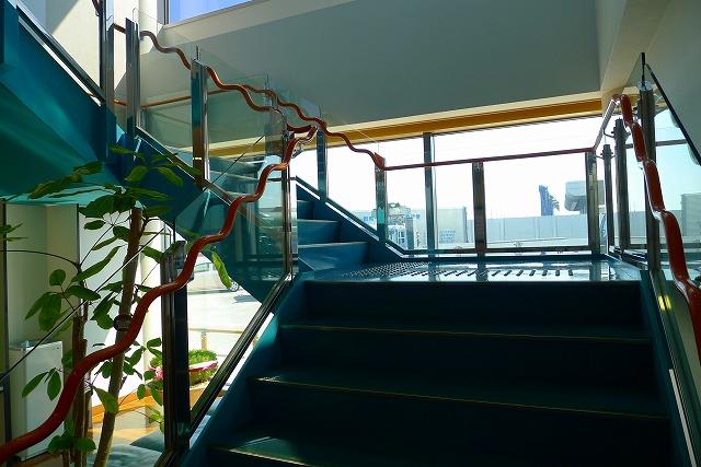 阪神高速 湾岸線の中島パーキングエリアの二階への階段