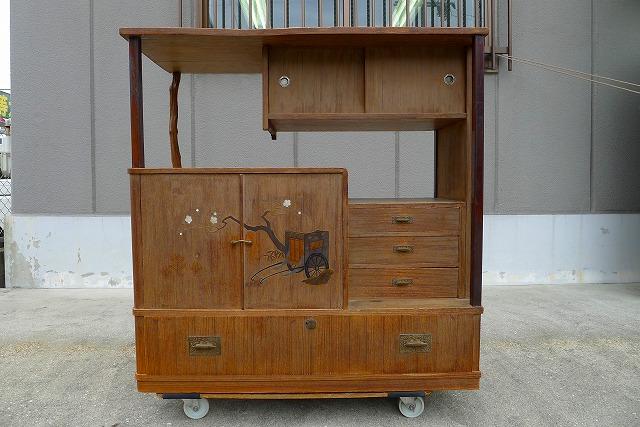 宝塚市のY様に洗い替え修理の蒔絵入り和棚をお届けさせていただきました。