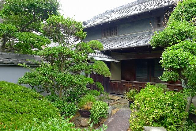 岸和田市T様の伝統あるお庭と灯篭を見せていただきました。