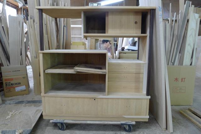 古い桐の和棚の修理中写真