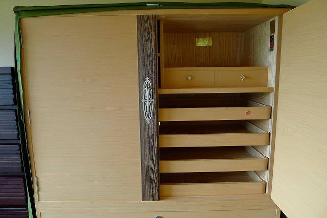 大阪泉州桐たんす 焼央初音オリジナル総桐たんすの開き戸の横柾目桐