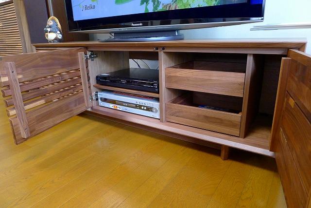 カリモク人気のソリッドボード(TV)QT5037XR-Aの内部