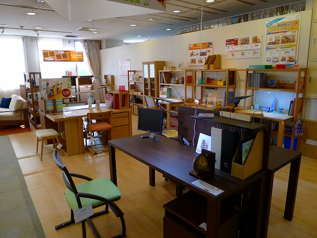 NEW 2014 カリモク学習家具 展示写真