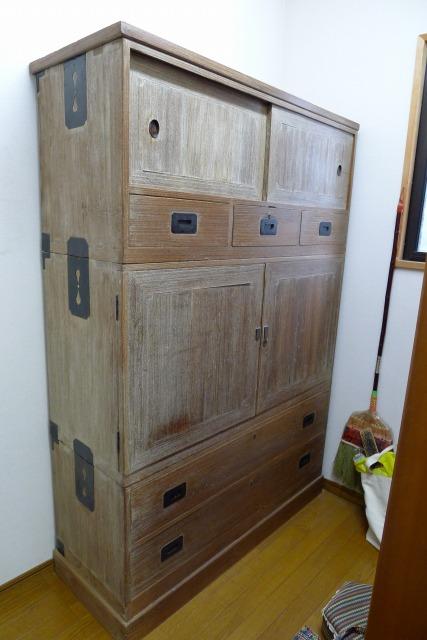 堺市のN様に桐たんす(三つ重ね衣装箪笥)の洗い替え修理を、お届けさせていただきました。