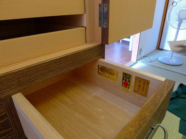 大阪泉州桐箪笥焼桐盆六衣装箪笥(三輪)の引出し内部