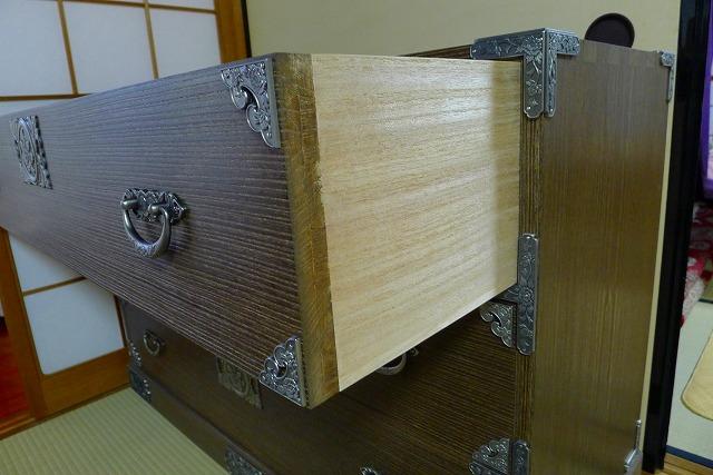 掛け軸入れの焼桐3段引出し箪笥の引出しの蟻組み手