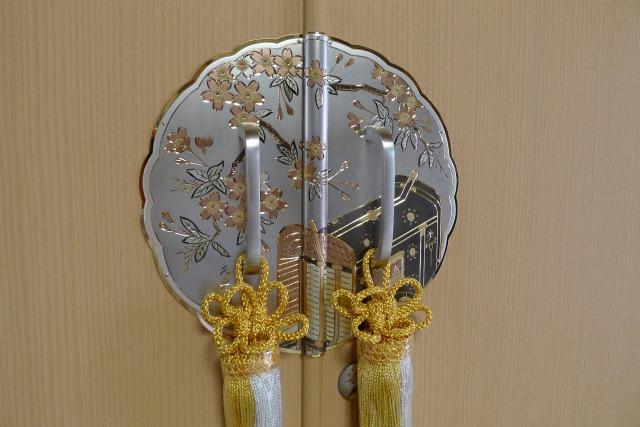 最高級 御所車の桐たんす前飾り金具