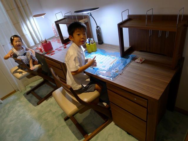 karimoku 学習デスク プレミアムオーダー ウォールナットとお子様