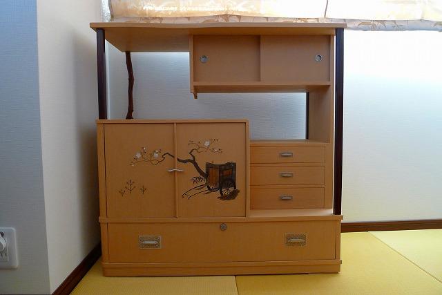 洗い修理の完成した、桐の和棚のお届け写真