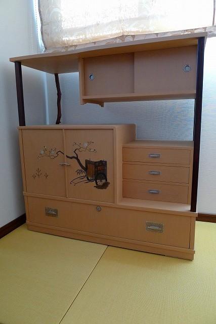 洗い修理の完成した、桐の和棚のお届け写真 2