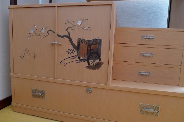 洗い修理の完成した、桐の和棚のお届け写真 蒔絵部分