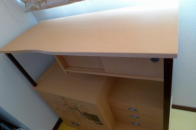 洗い修理の完成した、桐の和棚の天板写真