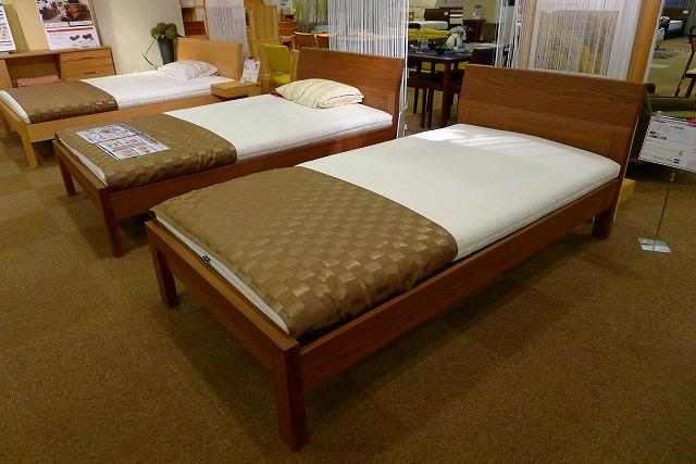 カリモクのレベルフレックスのベッド