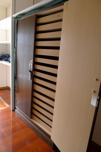 大阪泉州桐箪笥 焼桐15杯盆入り衣装箪笥の内部のお盆 2