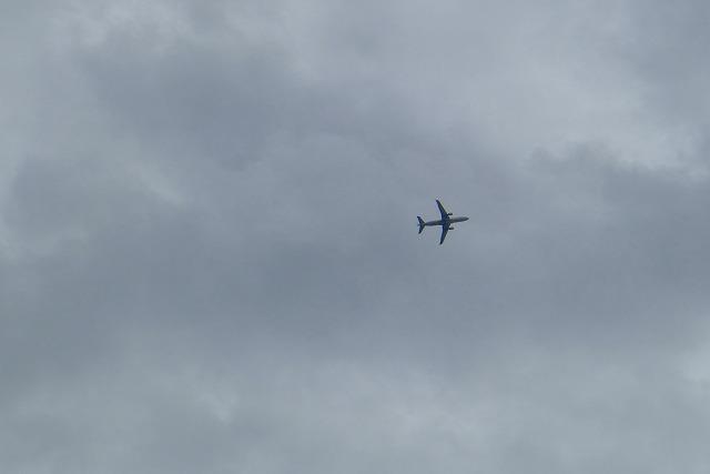 大阪空港を離陸する飛行機