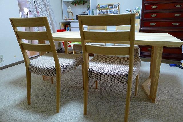 カリモク LDテーブル DU5660HE とCT6105 チェアー背面写真