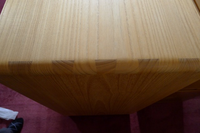 大阪泉州桐たんす オイル仕上げのオリジナル桐たんすの天板 本体のあり組手